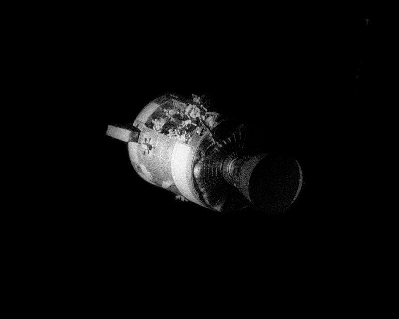 Служебный модуль «Аполлона 13» сразу после расстыковки