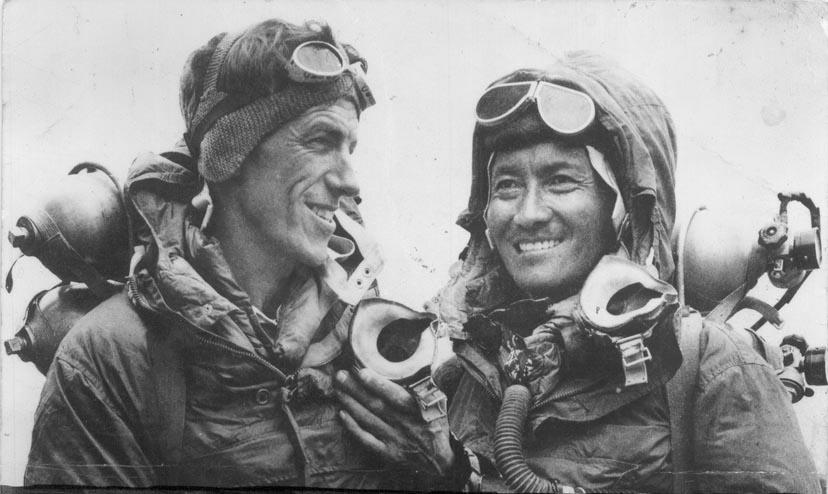 Эдмунд Хиллари и Тенцинг Норгей после покорения Эвереста в 1953 году.