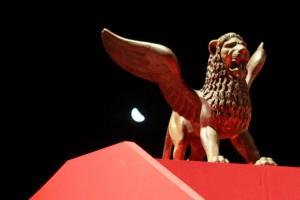 golden-lion-statue
