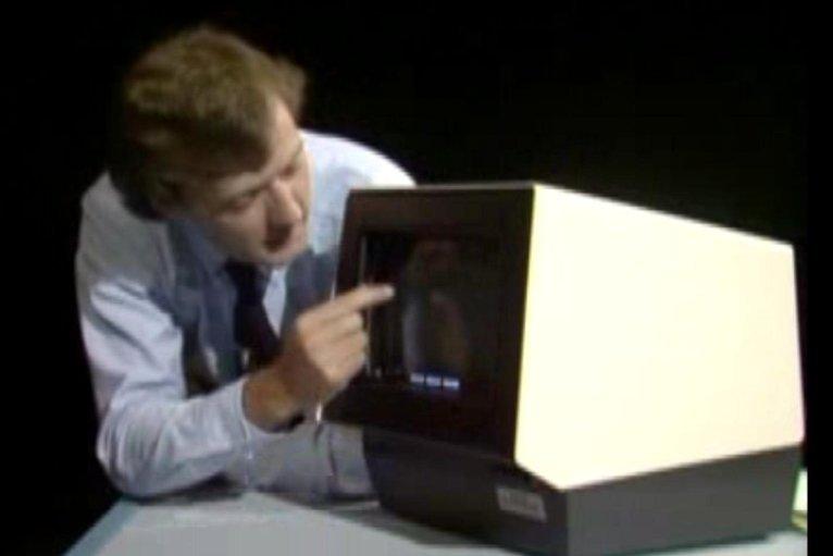 Сенсорный экран 1982 года: самое крутое видео дня