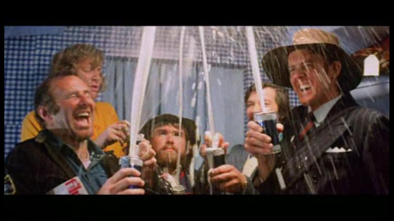 Маккензи: шутка над пристрастием австралийцев к баночному пиву