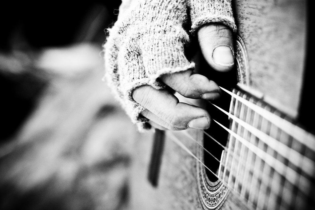 бомж с гитарой бомжи музыканты отвратительные мужики