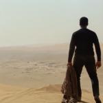 Финн приземляется на планете Джакку. Судя по его реакции, это еще более заброшенное место, чем пустынный Татуин