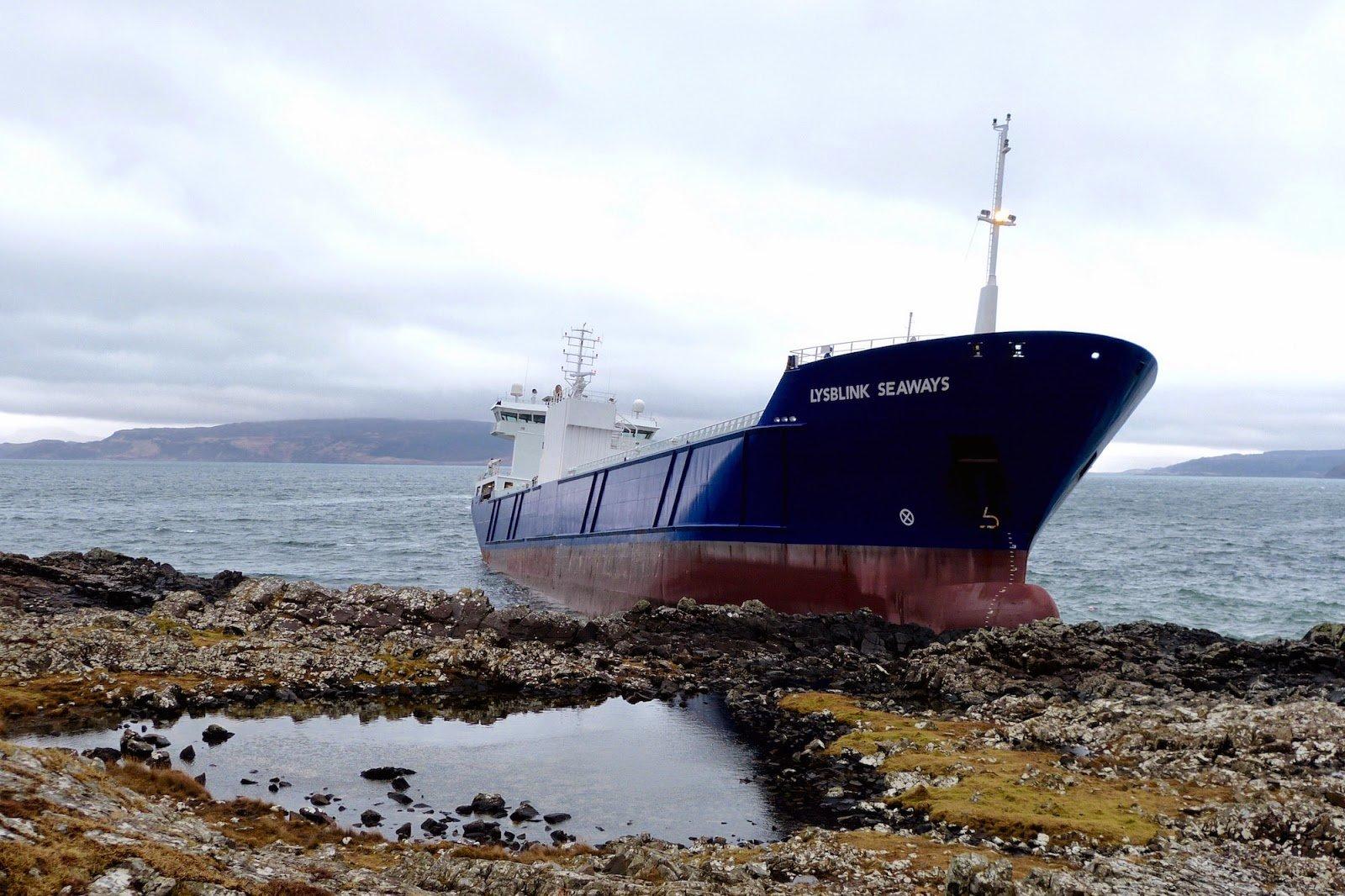Lysblink Seaways DFDS корабль судно моряк мореход пьяный русский семитонное посадил на мель шотландия новости отвратительные мужики