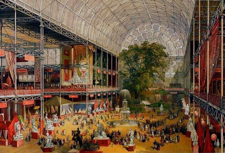 Первая Всемирная Выставка прошла в Лондоне в 1851 году; специально для нее в Гайд-парке построили Хрустальный дворец. Впоследствии здание перенесли в другое место, но до наших дней дворец не дожил.