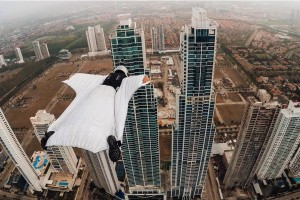 gopro-roberta-mancino-wingsuits-through-panama-city-skyline