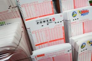 лотерея что делают с деньгами куда девают деньги powerball lottery winners merle patricia butler мерль патрисия батлер USA POWERBALL LOTTERY