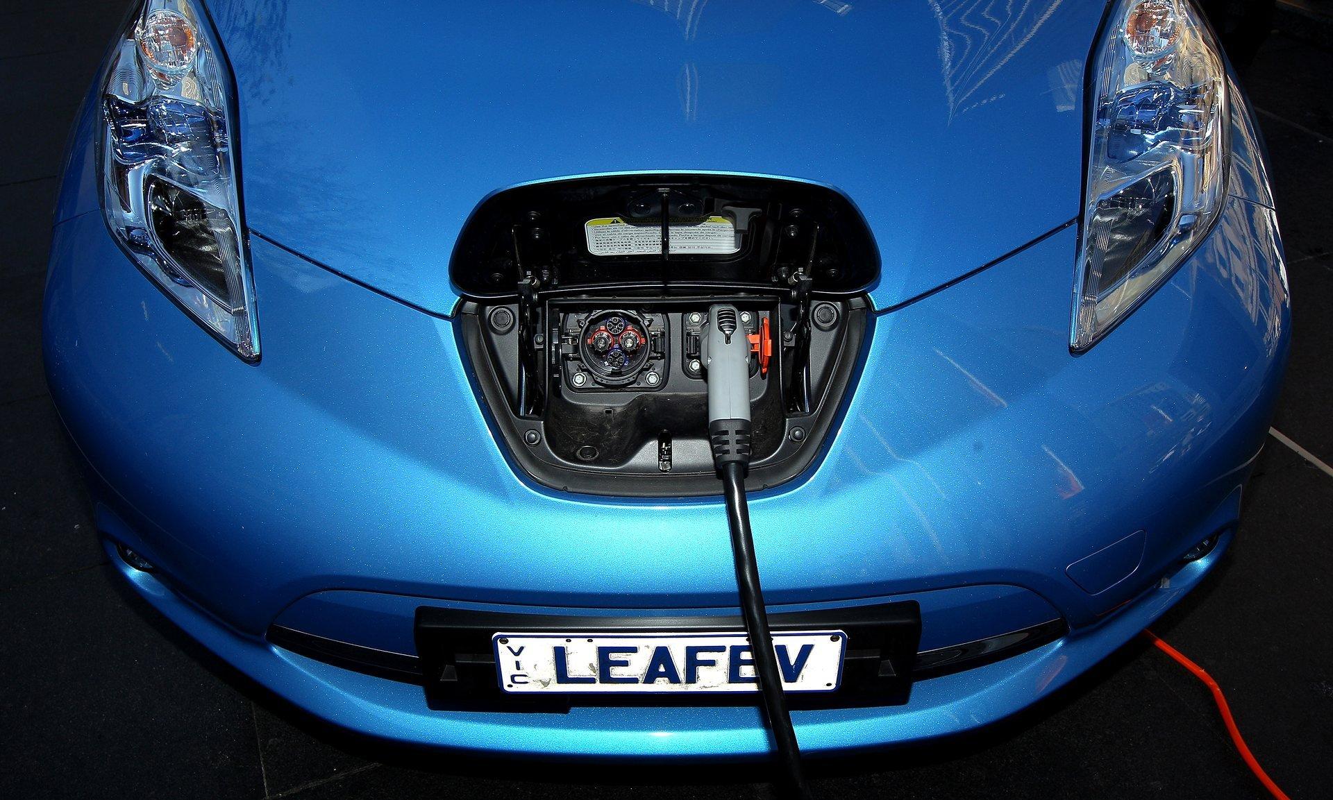 bloomberg электромобили станут дешевле бензиновых исследование tesla новости технологии автомобили отвратительные мужики