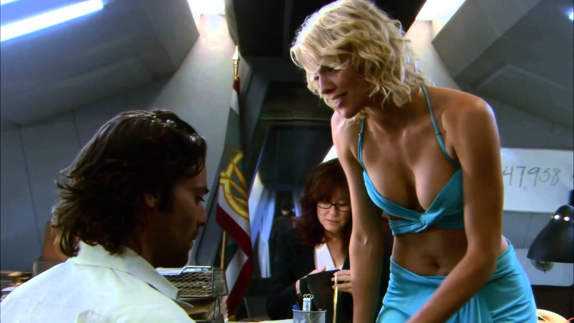 Звездный крейсер Галактика Триша Хелфер фильм сериал 1978 2004 полнометражный новости отвратительные мужики