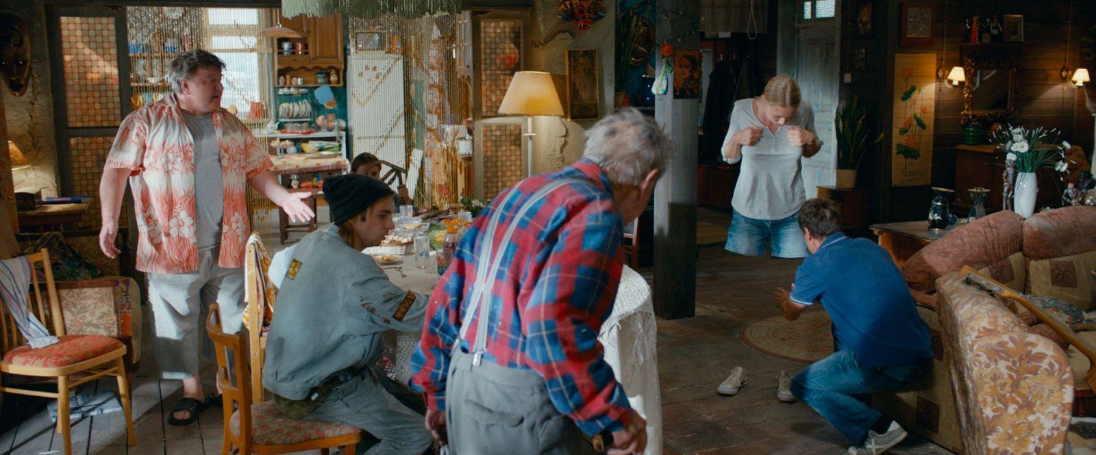 супербобровы супергерои комедия российское кино фильмы рецензии отвратительные мужики