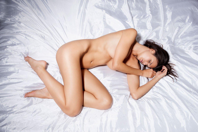 Фото голого мужчины когда он спит 13 фотография