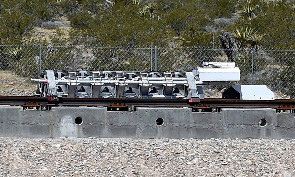 hyperloop поезд вакуумный высокоскоростной илон маск первые испытания новости технологии отвратительные мужики