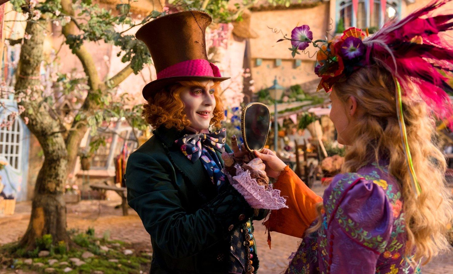 Alice Through the Looking Glass Алиса в Зазеркалье кино джонни депп алиса в стране чудес кино рецензия отвратительные мужики