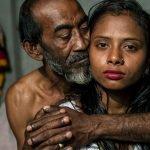 17-летняя Каджол с клиентом. Тётя продала её в бордель ещё в детстве. Бангладеш.