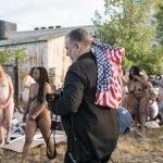 130 женщин американок девушек разделись против в акции протеста Дональд Трамп президент США новости девушки фото отвратительные мужики