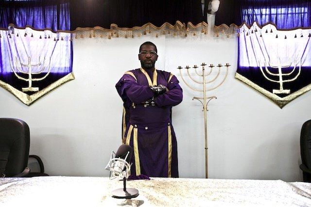 Israel United in Christ Израиль, объединенный во Христе религиозная организация темнокожие евреи ненавидят лгбт белых евреев жизнь история статьи отвратительные мужики