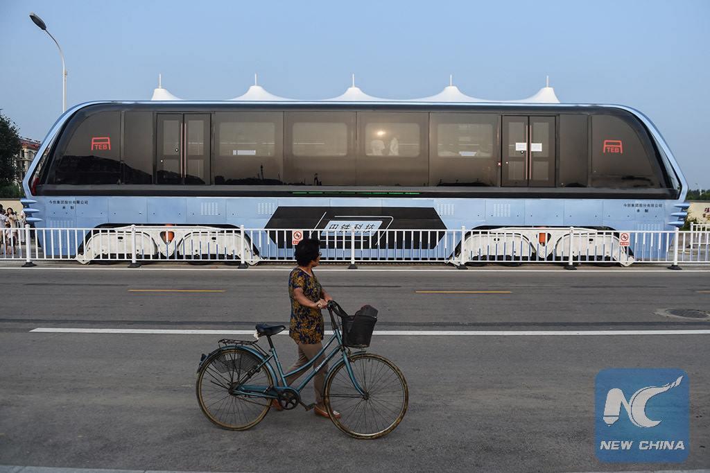 TEB-1 автобус китай двигается над потоком трафиком телепорт по рельсам новости технологии отвратительные мужики