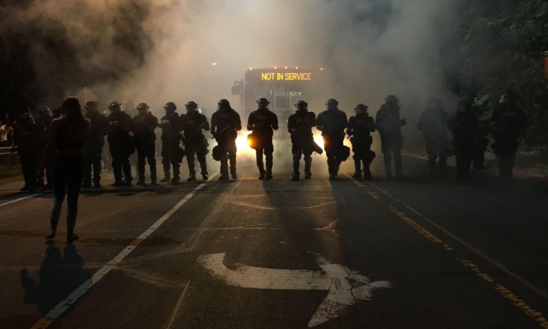 северная каролина шарлотта темнокожие чернокожие убийство 43 года мужчины полицейские полиция беспорядки выступления стычки новости фото жизнь отвратительные мужики