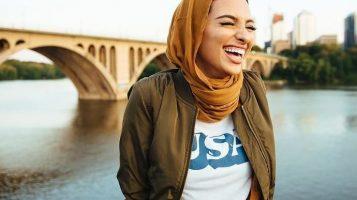 Это Нур Тагури  — первая девушка в хиджабе на обложке Playboy
