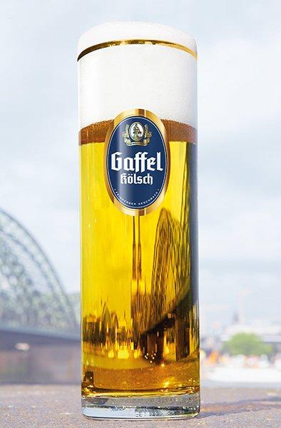 Gaffel_Glas_vor_dem_Dom