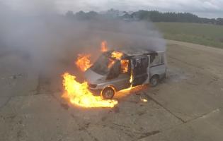 Что будет, если взорвать несколько сотен фейерверков в фургоне?