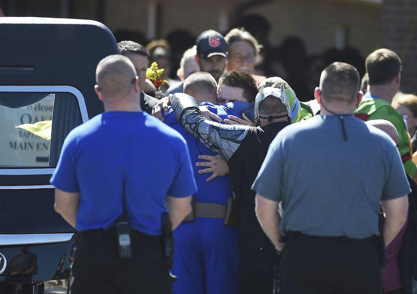 парад супергероев проводили шестилетнего мальчика Джейкоб Холл погибший застреленный начальная школа Каролина Таунвилл новости жизнь отвратительные мужики