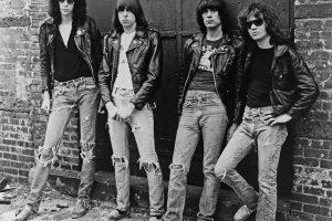 рваные джинсы мода отвратительные мужики disgusting men