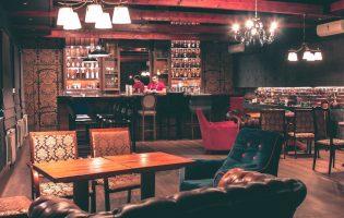 Случайные обзоры: изысканный клуб из 90-х, рисовые хлебцы и бар из «Мафии»