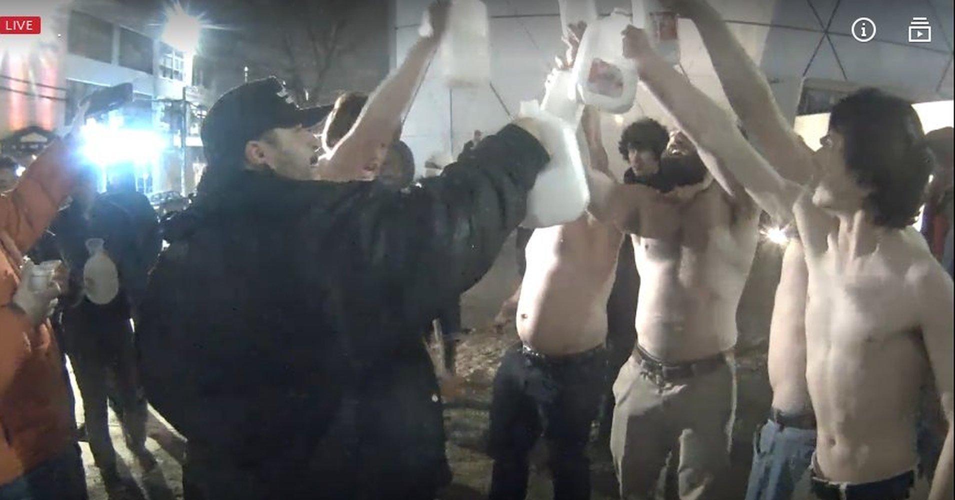молоко - это расизм приходить на работу пьяным понедельник начинается с дичи отвратительные мужики disgusting men