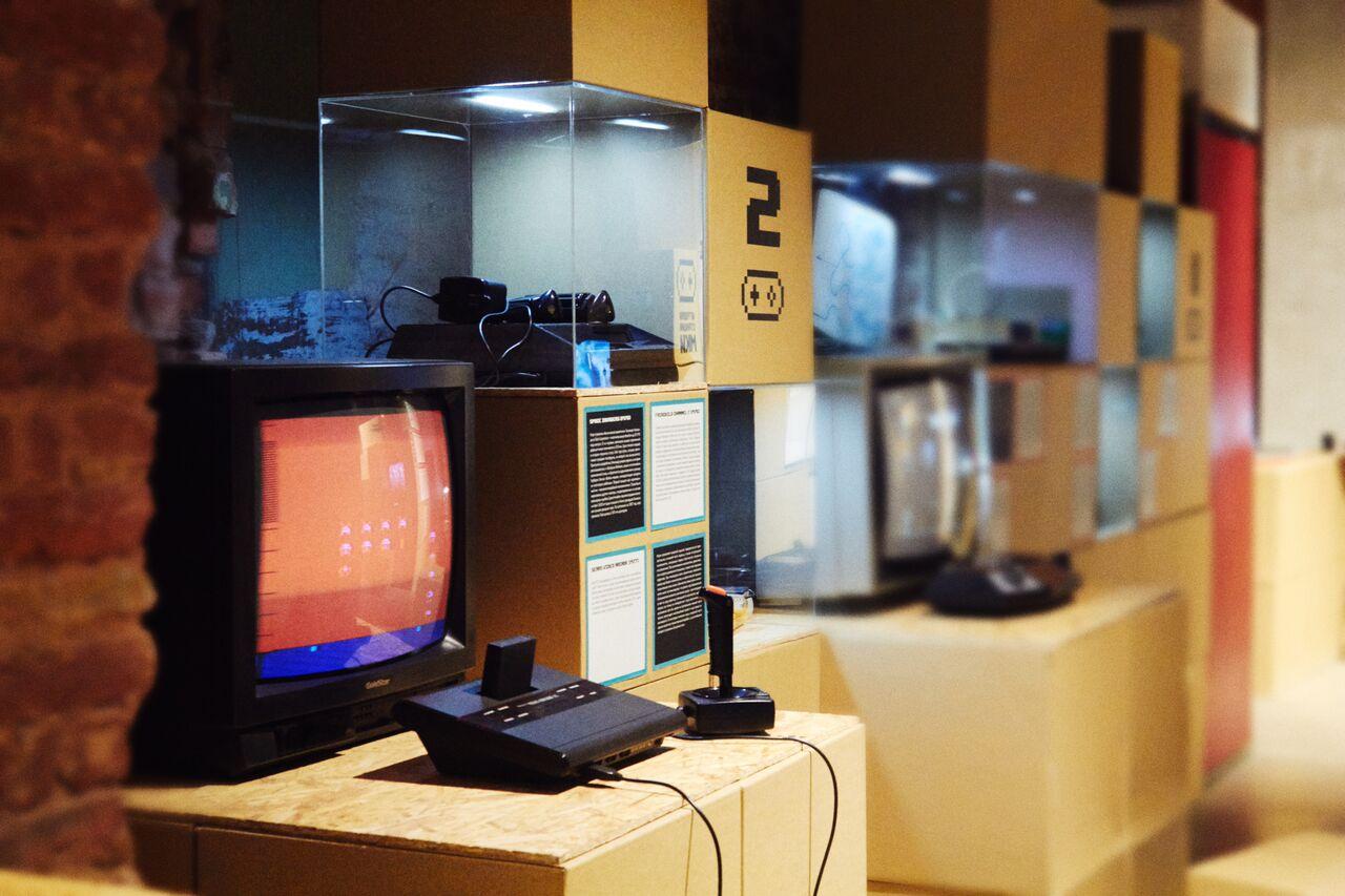 Бэнг-Бэнг: Танковые хиты 1970-2000 выставка видеоигр о танках музей советских игровых автоматов отвратительные мужики disgusting men