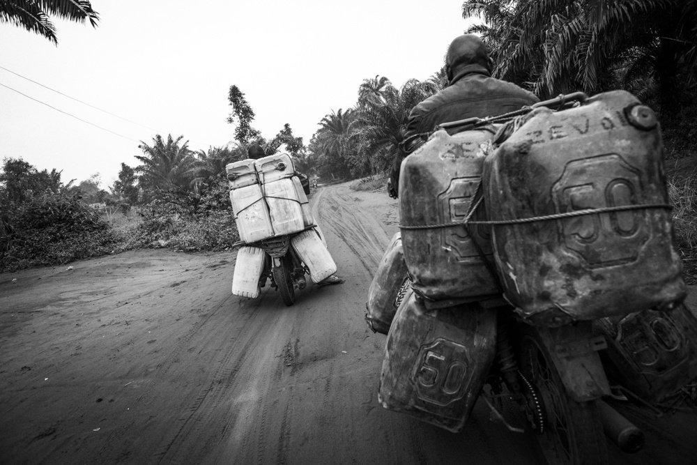 бензиновая мафия бенина контрабандисты бенина апокалипсис сегодня фото африка отвратительные мужики disgusting men