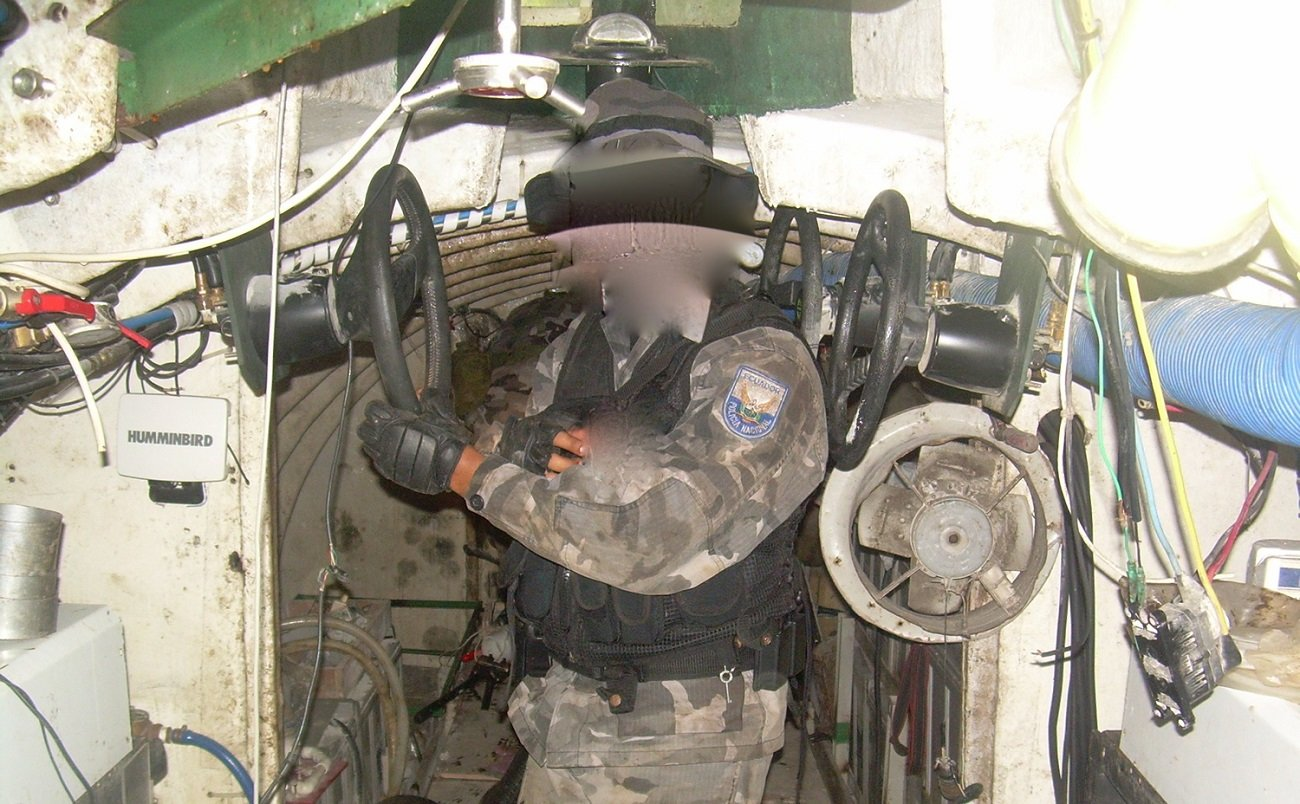 нарко-субмарины подводные лодки наркомафии контрабанда кокаина отвратительные мужики disgusting men