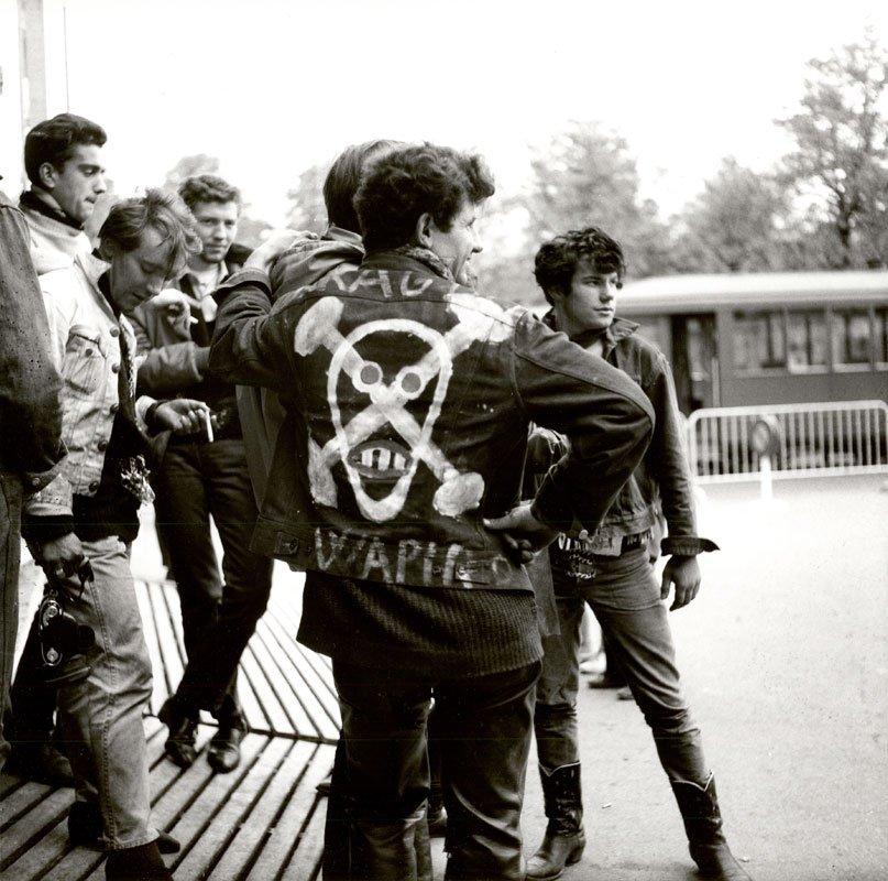 швейцарские рокеры бунтари рок-н-ролл хальбастарке хальбастаркен Halbstarke Karlheinz Weinberger отвратительные мужики disgusting men
