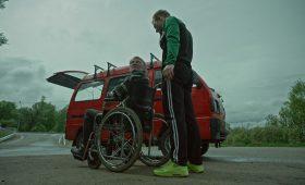 «Как Витька Чеснок вез Леху Штыря в дом инвалидов»: 5 причин смотреть фильм с таким длинным названием
