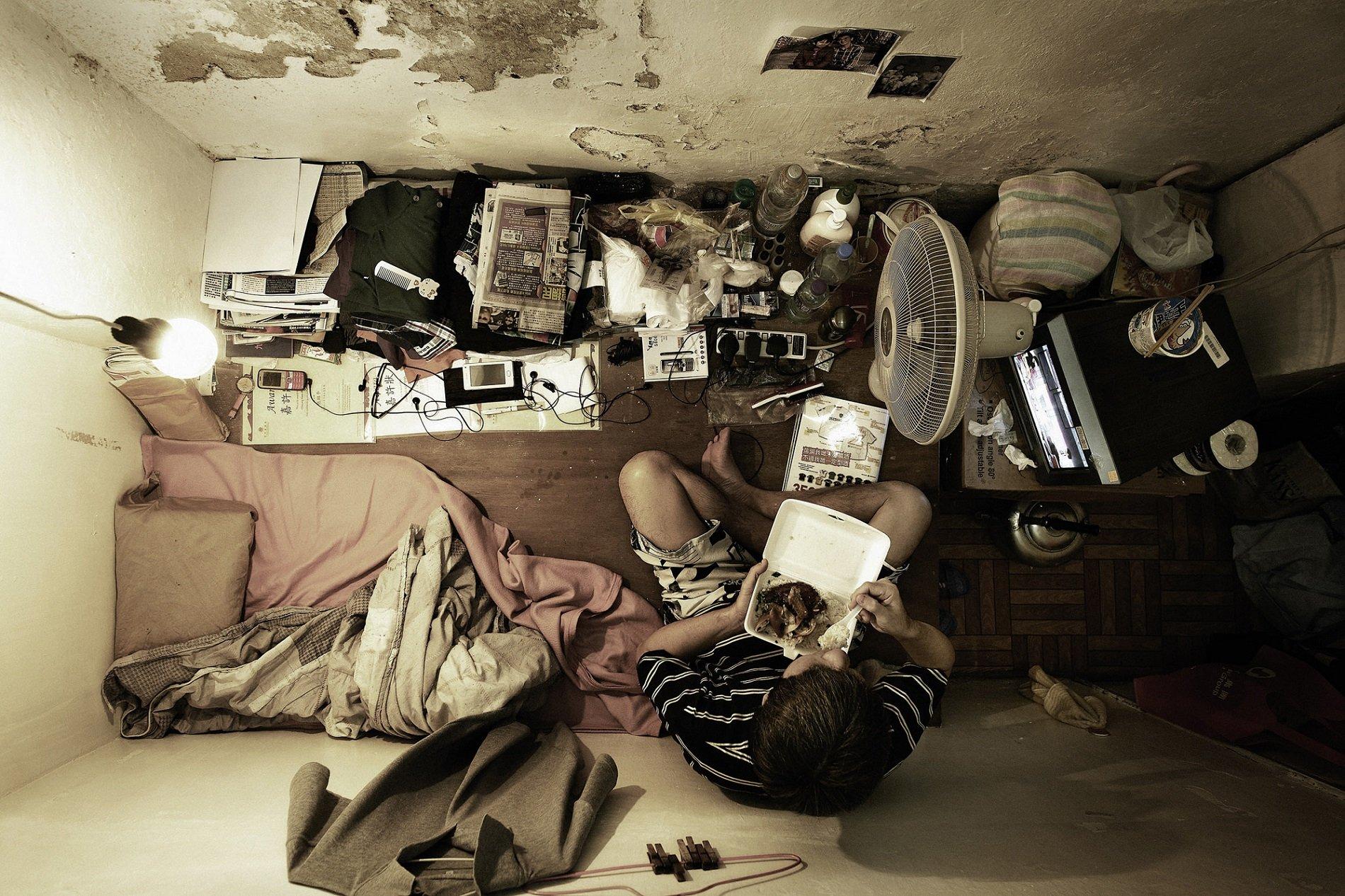 Benny Lam маленькие квартиры в гонконге жилье в гонконге отвратительные мужики disgusting men