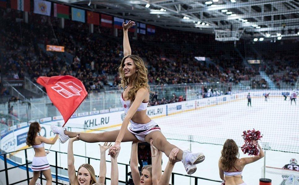 девушки на льду хоккей чемпионат отвратительные мужики disgusting men