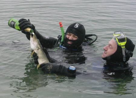 как чистить рыбу к пиву рыба под пиво отвратительные мужики disgusting men