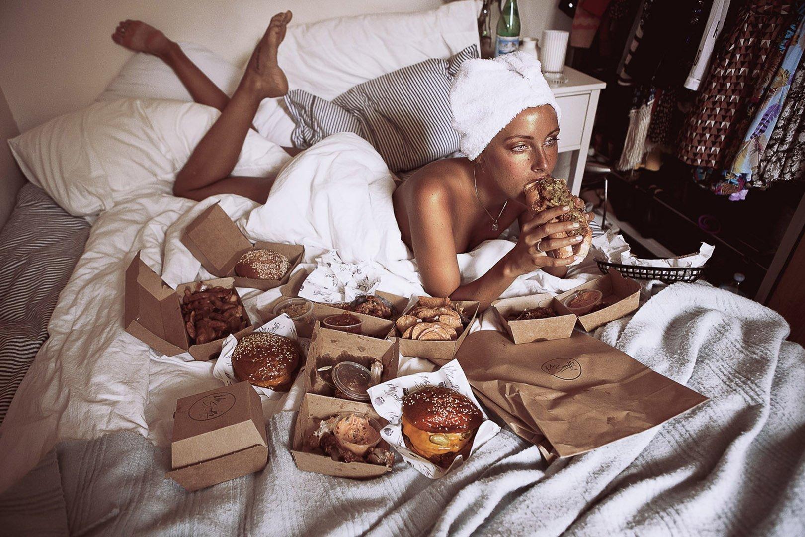 sarah bahbah сара баба секс и еда обнаженные девушки и еда отвратительные мужики disgusting men