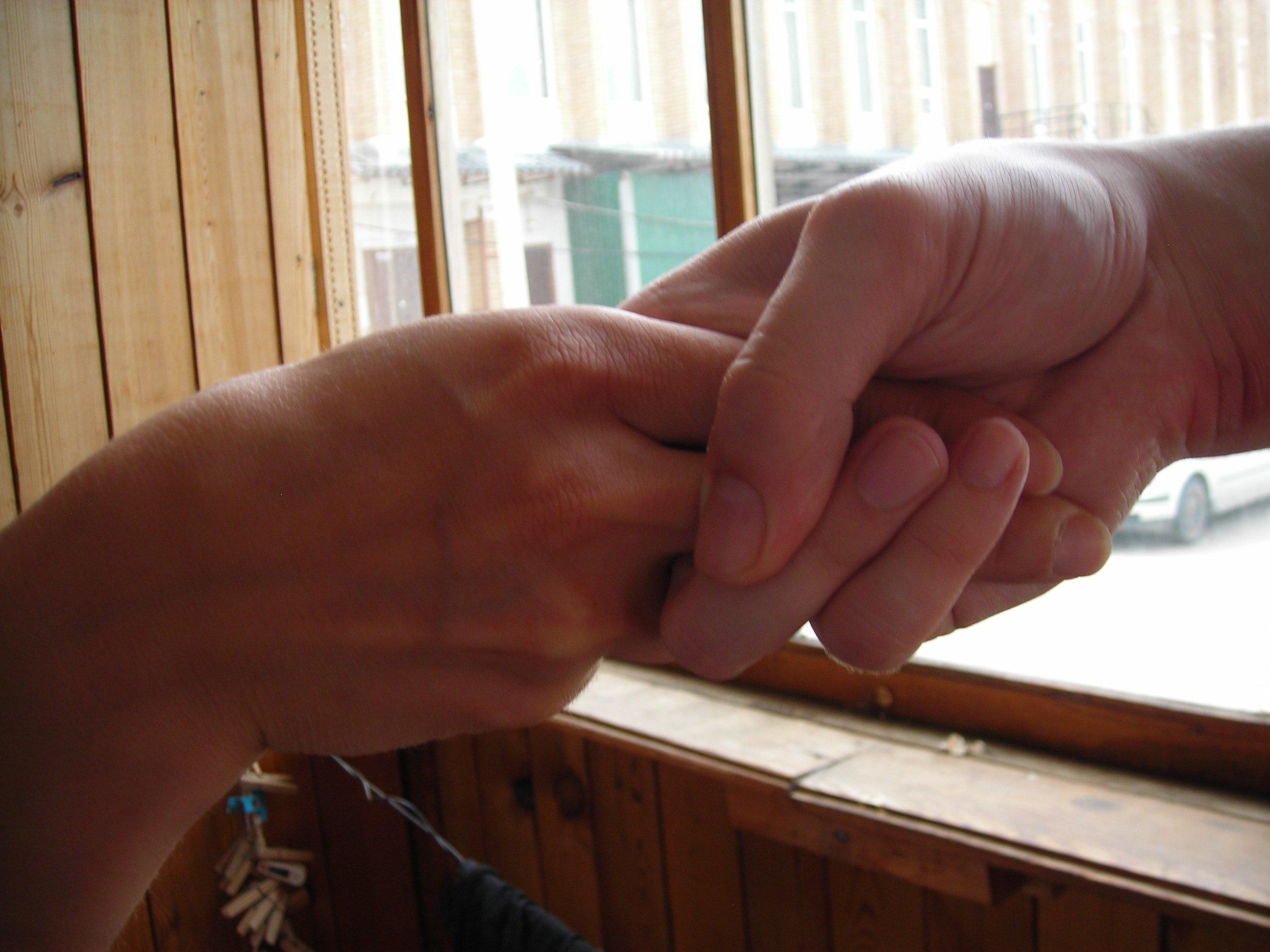 как пожимать руку отвратительные мужики disgusting men