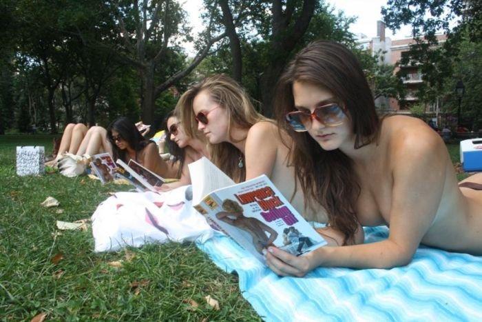 топлесс чтение девушки фото отвратительные мужики disgusting men