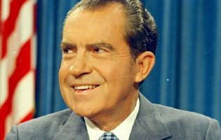 Ричард «Ушлый Хер» Никсон: объясняем уотергейтский скандал на пальцах
