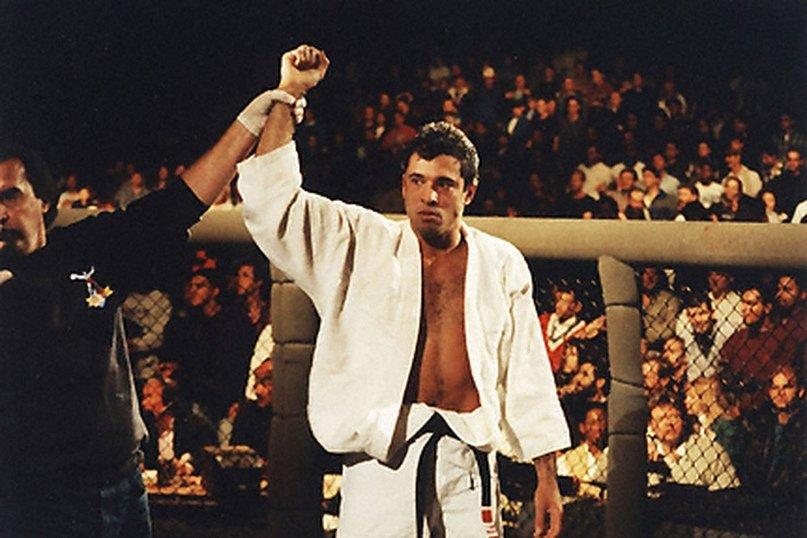 Кина хэккли с борцом сумо эммануэлем ярборо