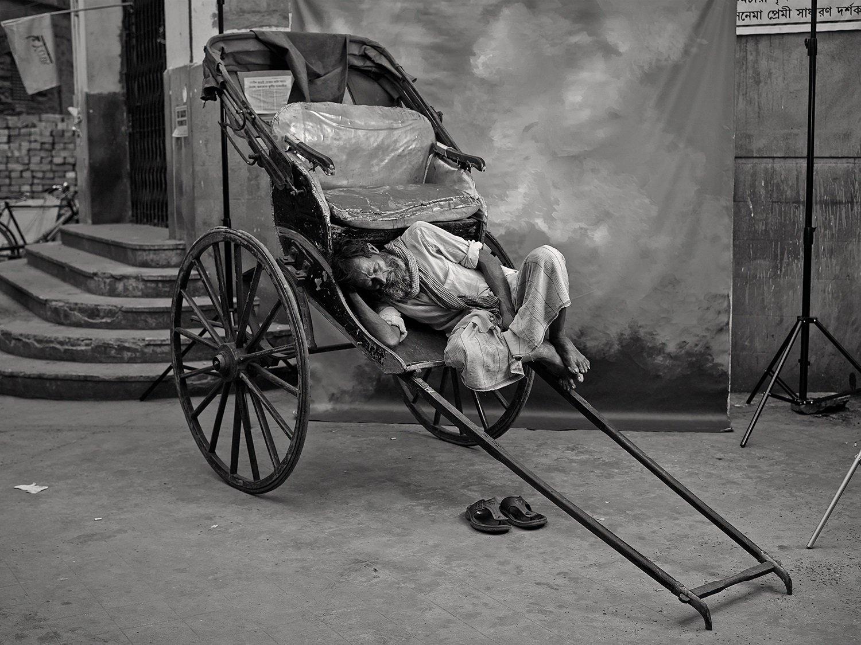 Уличный астролог, рикша и жрец — исчезающие профессии Индии