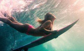 Жить в кайф: знойные фото серфингистки Лоры Крейн
