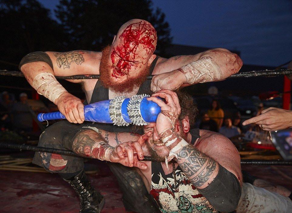 кровавый ультражестокий реслинг бои спорт отвратительные мужики disgusting men