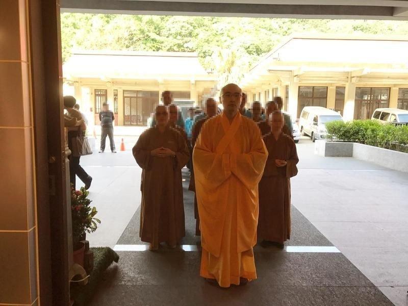 буддийский монах отвратительные мужики disgusting men
