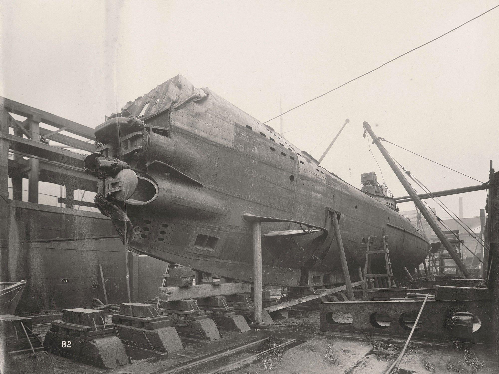 затопленная подводная лодка фото подлодка отвратительные мужики disgusting men