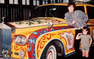 Автомобили Джона Леннона: от катафалка до «Роллс-Ройса»