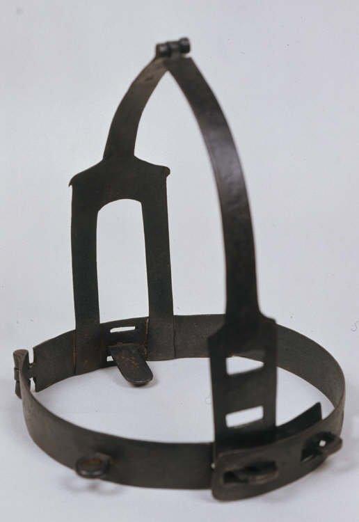 scold's bridle маска позора средневековые пытки отвратительные мужики disgusting men
