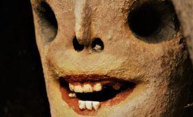 Лица Уродска: финский скульптор слепил целую деревню криповых статуй
